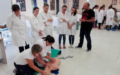 Charla de primeros auxilios y RCP a las alumnas de Efa Gamonal.