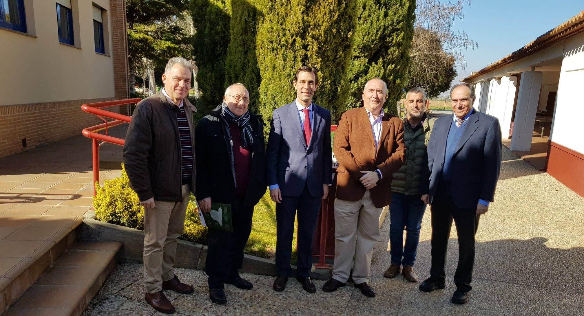 El presidente de la Federación Empresarial FECIR visita EFA Moratalaz