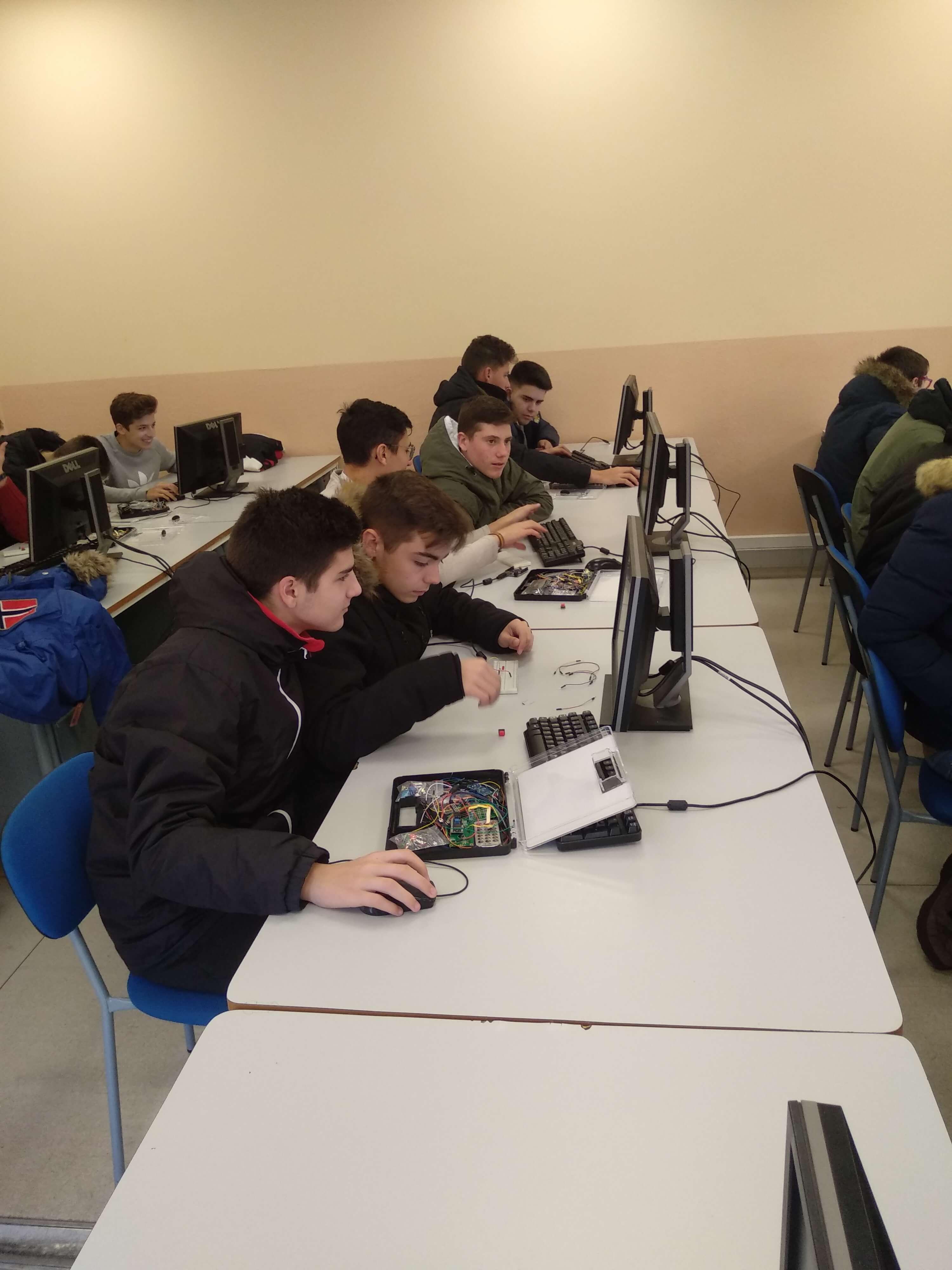 Los alumnos de 4º de ESO de EFA Moratalaz realizan proyectos cooperativos con Arduino